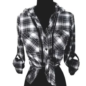 P&E Black & White Hooded Flannel Top